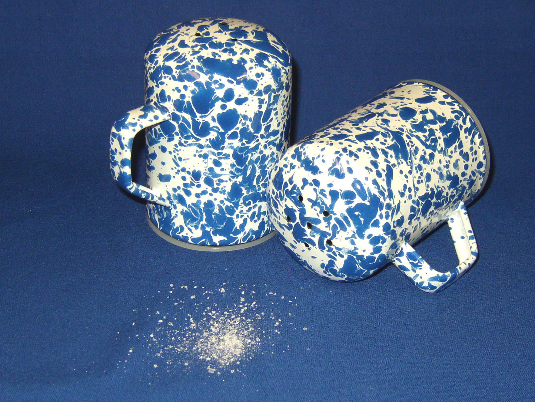 Enamel on steel salt and pepper set
